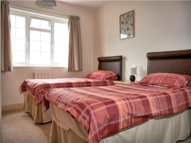 4* Cottage bedroom
