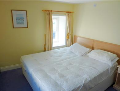 Orguiel image is to give an idea of bedroom size, there are no sheets on the bed although they are provided