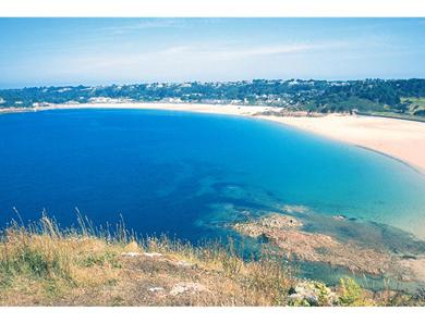 A stroll over the headland takes you to Ouaisne bay and Portelet common. A walkers delight!