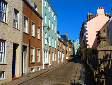 The old cobbled high street is the location for the sail loft apartments and is a stones throw from the Village and harbour area