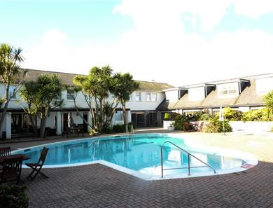 Cottage guest also have use of the hotel pool which is approximately 150 metres away.