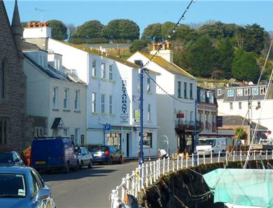 The pretty Village of St Aubin is just over a mile away and offer bars, restaurants and shops in a quaint environment