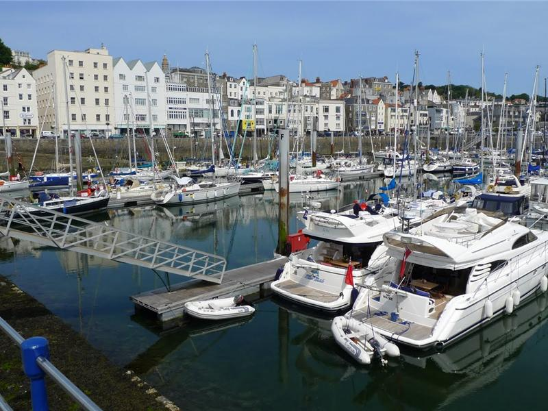 Macoles - Hotel based 3 Star Apartments in St Peter Port - Guernsey